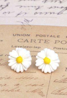Daisy Earrings. White Resin Flower Studs. Hippie