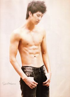 I just thought why not do a Mini Thunder ab spam! so here it is XD its so annoying how close this came to showing abs! here is papa Rain XD Thunder Park, Ulzzang, John Cho, Sandara Park, Kim Bum, Taecyeon, Korean K Pop, Leeteuk, Hot Hunks
