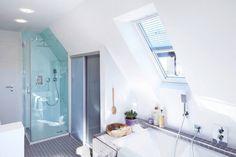 Kombinerat badrum och tvättstuga - Elfa Lumi AB Bmw Isetta, Wd 40, Washroom, Life Hacks, Bathtub, Mirror, Furniture, Home Decor, Elfa