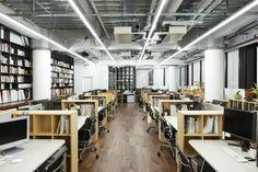 日本デザインセンター新オフィス 長谷川豪 Open Ceiling, Office Images, Home Goods Decor, Home Decor, Corporate Office Design, Office Reception, Open Office, Office Workspace, Office Organization
