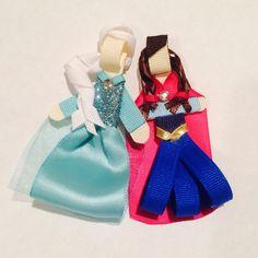 Disney frozen inspired Anna and Elsa hair clip or por daniellimb
