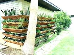 Small backyard landscaping should be designed as beautiful as possible. Here are some of the best ideas for your small backyard at home. Wall Mounted Planters Outdoor, Wall Planters, Outdoor Shelves, Planter Pots, Gutter Garden, Verticle Garden Wall, Tiered Planter, Gardening Magazines, Garden Bulbs