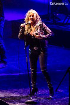 #BonnieTyler #live #music #bucharest #2012 #GaynorHopkins    www.the-queen-bonnie-tyler.com    Source: iconcert.ro