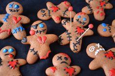 Halloween voodoo cookies / Biscuits voodoo, de délicieux cookies parfaits pour recycler vos emporte-pièces de Noël à Halloween http://turbigo-gourmandises.fr/biscuits-voodoo-gingerbread-revisite-halloween/