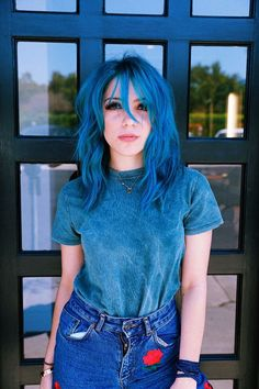 65 Awesome Blue Hair Color Ideas - Hair and Beauty - Dark Blue Hair, Hair Color Blue, Cool Hair Color, Short Blue Hair, White Hair, Pelo Color Azul, Undercut Designs, Coloured Hair, Grunge Hair