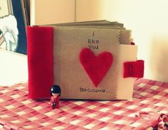 Cute Valentine paper bag albums - this would make a gorgeous gift from the kids to Dad (thanks to Or So She Said - She: Melissa)