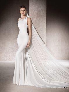 Wedding dress with crew neckline - Mima