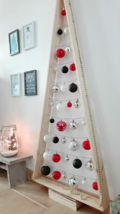 minimaliste Sapin palette minimaliste Sapin palette minimaliste This modern Christmas tree is great for small spaces, or Christmas with friends Wooden Christmas Trees, Modern Christmas, Xmas Tree, Beautiful Christmas, Christmas Tree Decorations, Christmas Home, Christmas Ornaments, Christmas Ideas, Sapin Design