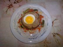 Jaskółcze gniazda na warzywach z makaronem ryżowym
