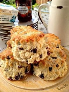 Here are real English scones, recipe made by Jill, a close friend of my sister Caroline … Ingredients 230 grams of self-raising flour (already with yeast) A pinch of salt 90 gr of dried fruit (grapes, raspberries , etc. British Scones, English Scones, English Food, Mary Berry, Fruit Scones, Pastry Cake, Biscuit Cookies, Biscuits, Sweet Recipes