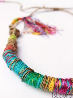 collana tribale con cotoni colorati in seta e cotone