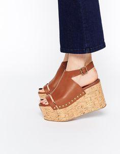 Sandalias marrones con plataforma plana