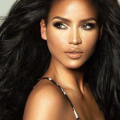 Donkere vrouwen perfecte make-up gezichten! De meeste donkere vrouwen hebben perfecte make-up gezichten. Donker getinte mensen hebben namelijk een prachtige botstructuur! Zoals mooi hoge jukbeenderen en een fraaie kaaklijn. Ideaal dus voor make-up! http://www.emeral-beautylife.nl/donkere-vrouwen-perfecte-make-gezichten/