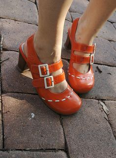 not my feet.only picture i could find of these, but these are the most awesome orange shoes and i love to wear them! Orange Shoes, Red Shoes, Sock Shoes, Shoes Heels Boots, Heeled Boots, Shoes Sandals, Pretty Shoes, Beautiful Shoes, Crazy Shoes