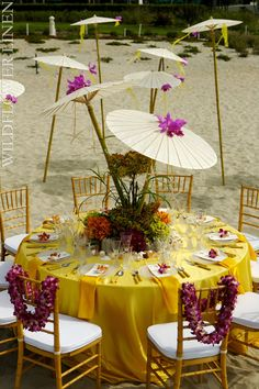 Yellow hues on the beach creates a perfect tropical feel. Tiki Party, Festa Party, Luau Party, Decoration Table, Wedding Reception Decorations, Wedding Centerpieces, Tropical Wedding Reception, Hawaiian Theme, Tropical Party