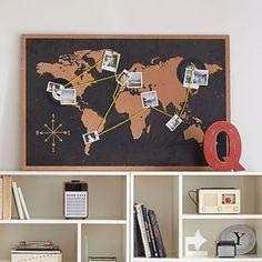 tablero de corcho con mapamundi