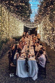 Small Garden Wedding Reception Ideas, Wedding Dinner, Wedding Reception Lighting, Backyard Wedding Lighting, Outdoor Night Wedding, Light Decorations For Wedding, Night Time Wedding, Outdoor Wedding Lights, Light Wedding