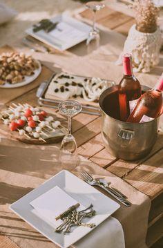 Skal du arrangere utdrikningslag? Her er 16 tips til aktiviteter! 💞🥰 📸: Ibrahim Boran on Unsplash Wine Collection, Event Decor, Beverages, Turkey, Table Decorations, Got Married, Getting Married, How To Make, How To Plan