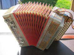 Peter Stachl 4-row Button Box Accordion  almost close to what my dad used to play when I was a kid