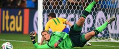 Brazil Germany: Hosts stunned as Muller and Co run riot Quiet evening: Germany goalkeeper Manuel Neuer gets down low to deny Brazil frontman Oscar Real Soccer, Soccer Fans, Soccer Players, Funny Soccer Memes, Fifa 2014 World Cup, German National Team, World Cup Winners, Football Wallpaper, Goalkeeper