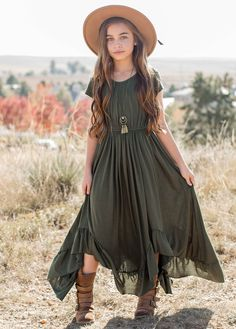 NEW* Braelyn Dress in Olive Look effortlessly elegant with this boho maxi dress featuring short sleeves, a full skirt, and a scalloped lace detail in the back. This beautiful dress has a tie at the back neckline and elastic cinch back for an easy fit. Boho Outfits, Vintage Outfits, Girl Outfits, Cute Outfits, Fashion Outfits, Little Girl Dresses, Nice Dresses, Girls Dresses, Maxi Dresses