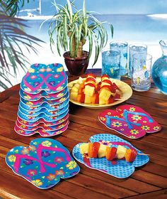 flip flop plates...Cute for out door cookouts in summer!!