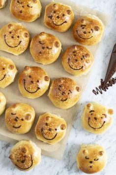 Bjørneboller – den bedste fødselsdagsbolle – Cathrine Brandt Bagels, Kids Meals, Tapas, Good Food, Fun Food, Muffin, Goodies, Sweets, Bread