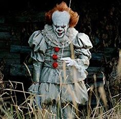 How to make your own homemade DIY Pennywise costume from Stephen King's IT. Or buy a cheap comeplete Pennywise costume for halloween Halloween Outfits, Clown Halloween Costumes, Halloween Kostüm, Monster Costumes, Movie Costumes, Es Pennywise, Pennywise The Dancing Clown, Pennywise The Clown Costume, Bill Skarsgard