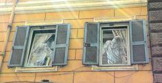 Monti non delude mai! #rionemonti #arts  #urbanart #windows #rome #goodmorningrome
