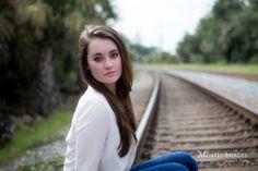 Senior Photos, Senior Pictures, Girls' Senior photos, Senior Photo poses, photography, railroad tracks, portraits