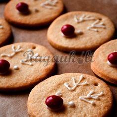 Sausainiai – kalėdinės eglutės žaisliukai | Ragauk.one.lt receptai Cookies, Desserts, Food, Crack Crackers, Tailgate Desserts, Deserts, Eten, Cookie Recipes, Postres