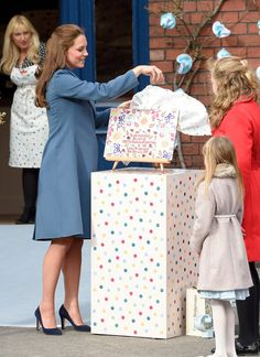 Pin for Later: The Duchess of Cambridge Shows Off Her Rosy Glow During a Royal Outing Kate Middleton Pregnant, Kate Middleton Style, Princess Mary, Princess Charlotte, Duchess Kate, Duchess Of Cambridge, Princesa Kate, Prince William And Catherine, Royal Fashion