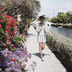 Tenemos un concurso en la web de #Fashionisima: dinos cuál es tu flor favorita  y gana un #bolso de @robertoverinooficial  #beautybrunchFMA #throwback #fromthearchives #venice #venicebeach #venicecanals with @craccola #FMAonthego #shooting #covergirl #revistaFMA #fashionmagazine #tbt #thevampirediaries #tvd #vampirediaries #americandays #americanstyle #spring #springtime #summer #flowers