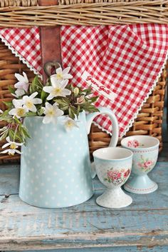 Can't get enough Green gate! White Cottage, Cottage Style, Vibeke Design, Pip Studio, Red Gingham, Gingham Decor, Gingham Check, Picnic Time, Summer Picnic