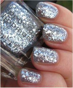 Adorable silver sparkle mani!