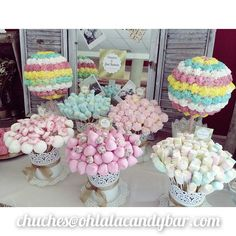 Buy small cake cases to match colour scheme instead of brown cases on Ferrero roche Wedding sweet trees Deco Buffet, Bar A Bonbon, Sweet Buffet, Sweet Trees, Chocolate Bouquet, Candy Bouquet, Candy Table, Candy Party, Partys