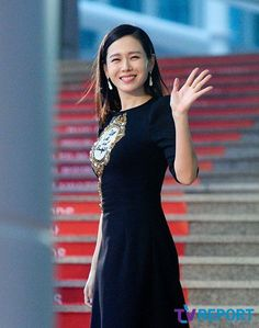 We have a collection of Son Ye-jin pictures to brighten your day. Son Ye-jin has remained beautiful for the past 10 years. Asian Actors, Korean Actresses, Instyle Magazine, Cosmopolitan Magazine, Korean Beauty, Asian Beauty, My Wife Got Married, The Last Princess, Korean Celebrities