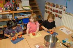 Montessori opvoeding in het IKC en thuis - Lees de blog over zelfstandigheid, samenwerken en motorische ontwikkeling op MontessoriNet