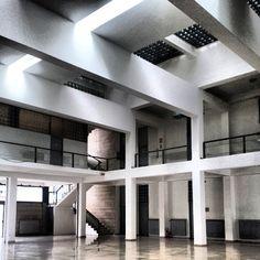 Unbelievable Modern Architecture Designs – My Life Spot Modern Architecture Design, Facade Architecture, Bauhaus, Halle, Fascist Architecture, Atrium Design, Modern Masters, Modern Classic, Interior And Exterior
