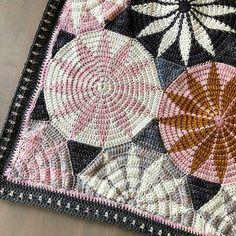 Ravelry: Marguerite Blanket pattern by Sandra Eng Afghan Crochet Patterns, Crochet Patterns For Beginners, Blanket Crochet, Crochet Bedspread, Dk Weight Yarn, Manta Crochet, Plaid, Paintbox Yarn, Crochet Hooks