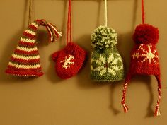 Super cute mini mit and hats, perfect little accessories do decorate your tree or hang together as garland, enjoy xx Christmas Knitting Patterns, Knitting Patterns Free, Free Knitting, Free Pattern, Knit Christmas Ornaments, Christmas Minis, Crochet Christmas, Knitting Projects, Crochet Projects