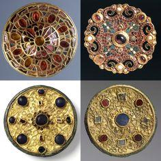 Mi ha sempre affascinato tutto ciò che è circolare. E tra tutto ciò che è circolare amo le figure a simmetria radiale, come i fiocchi di neve o i mandala.
