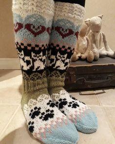 Kissaväen-sukat🐱#sullavikat #kissaväensukat#knitted#woolsocks#villasukat#kissasukat Kissa, Christmas Stockings, Socks, Holiday Decor, Fashion, Stockings, Fashion Styles, Sock, Fashion Illustrations