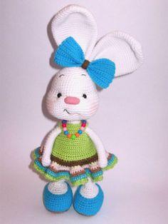 Pretty bunny #amigurumi in dress (many styles) Free #crochet #pattern. So cute!