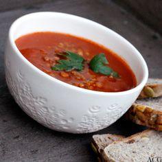 ENEstående Mat - Side 4 av 137 - Oppskrifter for én - inspirasjon og matglede for alle! Poor Man Soup, Tomato Soup, Lentils, Soup Recipes, Soups, Veggies, Eat, Ethnic Recipes, Food
