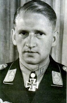 ✠ Karl Henze (20 January 1916 - 25 September 1985) RK 15.07.1942 Oberleutnant Staffelkapitän 1./Stuka-Geschw 77 20.05.1944 [481. EL] Major Kdr I./SG 77
