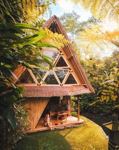 Living in the jungle never looked so good! 😍 Go check out our great friend and photographer of this image 📸 Want to stay here? - 📍 Share your cabin adventures with us : Bamboo Architecture, Types Of Architecture, Bali, Wooden House Design, Sloped Garden, Luxury Cabin, Backyard Sheds, Container House Design, Mountain Homes