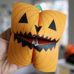 Halloween Arts And Crafts, Halloween Crafts For Toddlers, Diy Halloween Decorations, Halloween Diy, Holiday Crafts, Printable Halloween, October Crafts, Manualidades Halloween, Pumpkin Crafts
