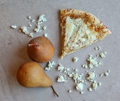 Pizza Contest Winner – Caramelized Onion, Gorgonzola, and Pear Pizza We had something similar to this on Tue - OMG - seriously divine! Pear Gorgonzola Pizza, Pear Pizza, Pizza Pizza, Savory Tart, Dessert Pizza, Vegetarian Entrees, Caramelized Onions, Diy Food, Love Food