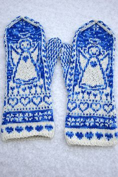 Ravelry: Piikupikkuinen's Johannan enkelit Fingerless Mittens, Knit Mittens, Wrist Warmers, Hand Warmers, I Believe In Angels, Christmas Angels, Ravelry, Angeles, Socks